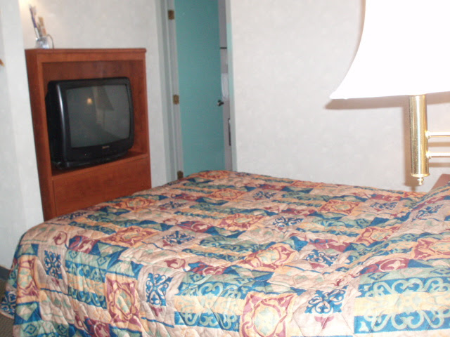 The room ag the econolodge.