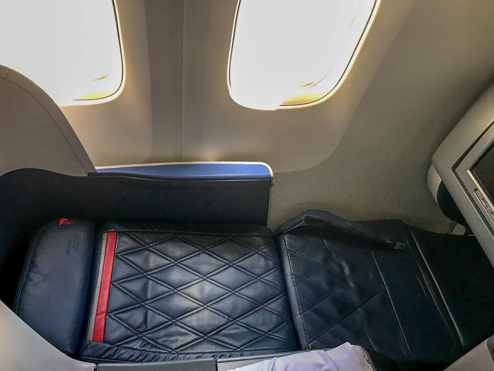 A Review of Delta 767-300ER Delta One / Delta Business Class LHR